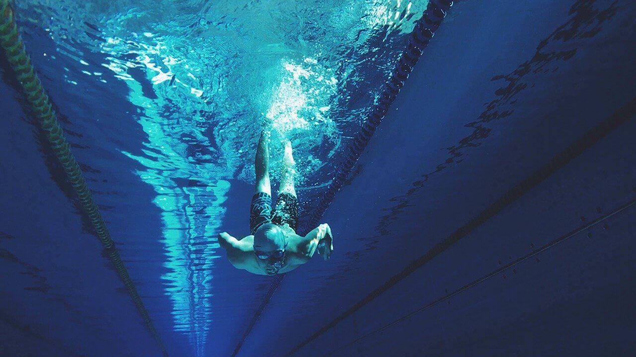 Czy aby nurkować trzeba umieć pływać?